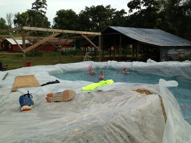 Photos gravette man 39 s hay bale pool an internet hit - Redneck swimming pool with hay bales ...