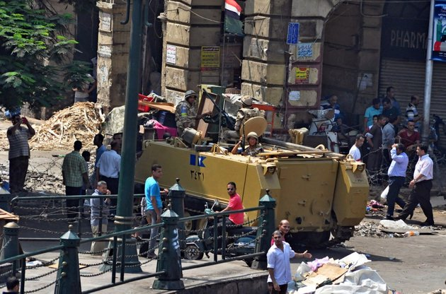 egyptians-army-forces-stand-guard-outside-the-al-fatah-mosque-in-downtown-cairo-egypt-on-saturday-aug-17-after-hundreds-of-islamist-protesters-barricaded-themselves-inside-the-mosque-overnight-ap-photohussein-tallal