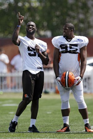Cleveland Browns linebacker Barkevious Mingo (left) remains sidelined with a bruised lung and will not play in Saturday's exhibition game at Indianapolis. He also will likely not play in the final exhibition game against Chicago.