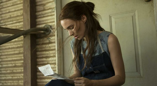 ruth-guthrie-rooney-mara-receives-a-letter-from-her-imprisoned-lover-in-aint-them-bodies-saints