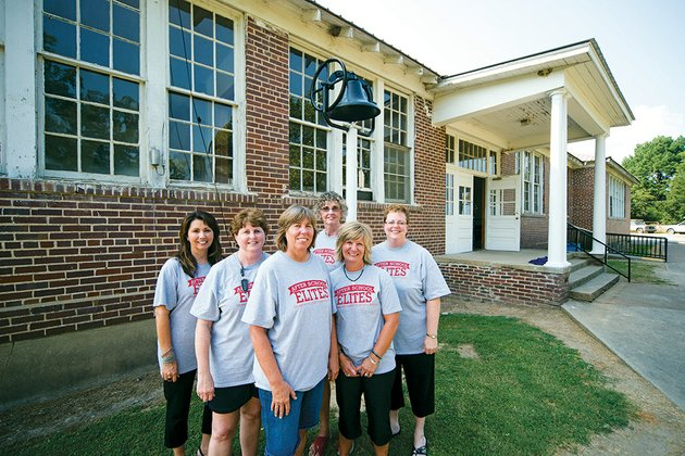 dana-mckinney-from-the-left-brenda-poole-renee-garr-davissa-brimer-linda-jennings-and-lois-blanton-are-volunteering-for-the-after-school-program-at-the-old-russell-school