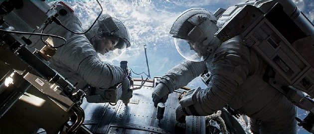 sandra-bullock-and-george-clooney-face-a-harrowing-adventure-in-space-in-gravity