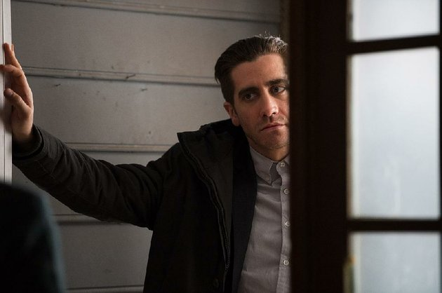 caption-jake-gyllenhaal-as-detective-loki-in-alcon-entertainments-dramatic-thriller-prisoners-a-warner-bros-pictures-release