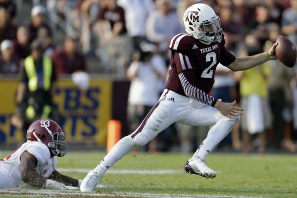 Texas A&M quarterback Johnny Manziel (2) scrambles away from Alabama linebacker Jonathan Allen (93) during the fourth quarter of an NCAA college football game Saturday, Sept. 14, 2013, in College Station, Texas. (AP Photo/David J. Phillip)