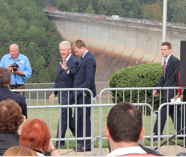 former-president-bill-clinton-arrives-thursday-to-an-event-marking-the-50th-anniversary-of-the-greers-ferry-dam