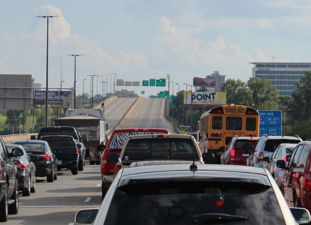 traffic-is-stalled-in-both-directions-on-interstate-30-bridge-in-little-rock