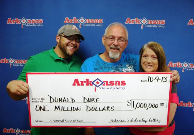 donald-duke-center-of-marmaduke-holds-his-1-million-check-from-the-arkansas-scholarship-lottery-on-wednesday-with-his-son-donald-jr-and-wife-teresa