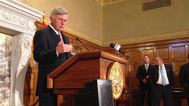 gov-mike-beebe-on-friday-oct-11-2013-announces-the-movement-of-ngage-labs-to-little-rock-at-a-news-conference-at-the-state-capitol