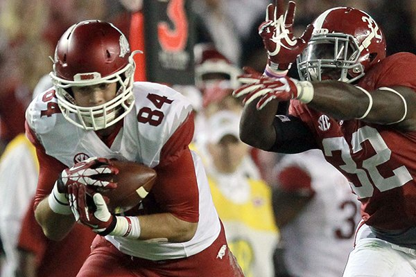 Arkansas tight end Hunter Henry (84) catches a 3rd down pass over Alabama linebacker C.J. Mosley (32) during the 1st half of the Razorbacks game in Alabama.