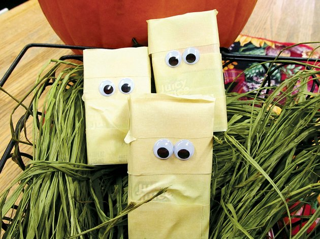 these-juice-box-mummies-will-add-to-the-atmosphere-of-any-halloween-party-the-nutritious-drinks-are-easily-transformed-into-entertaining-party-favors