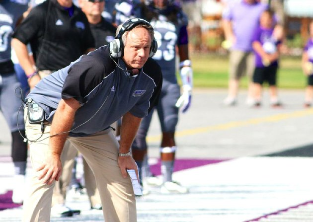 special-the-the-arkansas-democrat-gazettematt-johnson-10-5-2013-uca-head-coach-clint-conque-watches-his-team-during-first-half-action-at-conway-on-october-5-2013