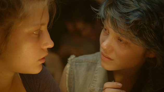 adele-adele-exarchopolous-becomes-fascinated-with-blue-haired-emma-lea-seydoux-in-blue-is-the-warmest-color