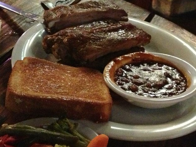 the-godfather-ribs-comes-with-baked-beans-toast-and-vegetables-at-the-blind-pig-bar-and-grill-in-west-little-rock