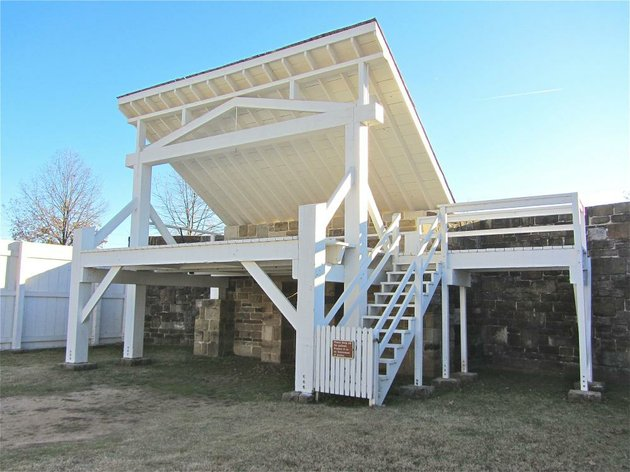 at-fort-smith-national-historic-site-stands-a-replica-of-the-gallows-where-hangings-were-carried-out-in-the-federal-western-district-of-arkansas-in-the-late-19th-century