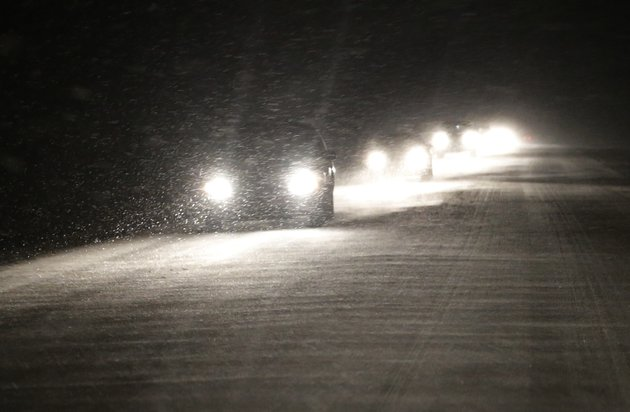 motorists-make-their-way-west-as-snow-begins-to-build-up-on-us-24-near-belvue-kan-saturday-jan-4-2014-the-area-is-under-a-winter-weather-advisory-and-wind-chill-warning-ap-photoorlin-wagner