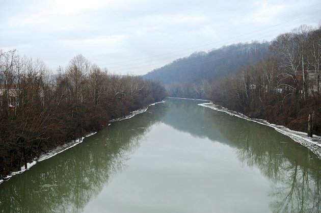 this-friday-jan-10-2014-photo-shows-a-stretch-of-the-elk-river-in-charleston-wva-the-white-house-has-issued-a-federal-disaster-declaration-in-west-virginia-where-a-chemical-spill-that-may-have-contaminated-tap-water-has-led-officials-to-tell-at-least-300000-people-not-to-bathe-brush-their-teeth-or-wash-their-clothes