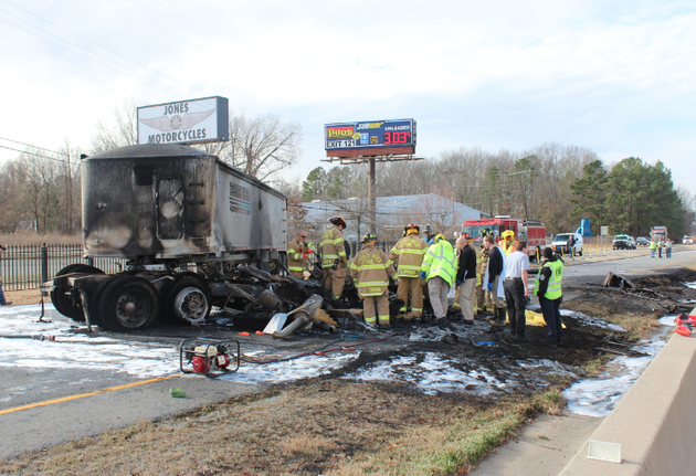crews-work-a-truck-fire-on-interstate-30-tuesday-morning