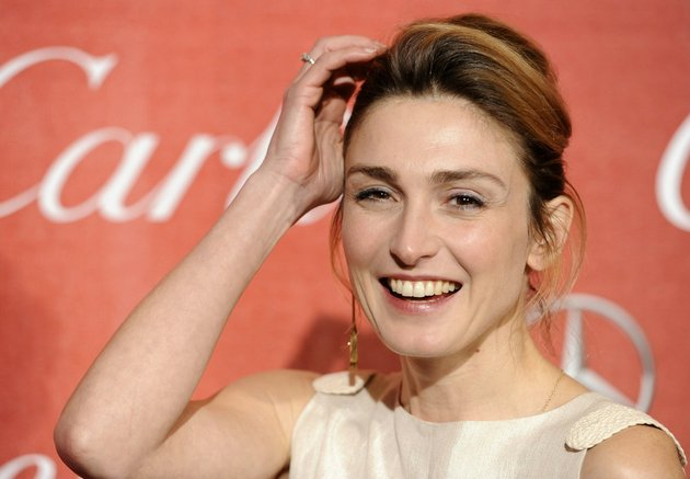 in-this-jan7-2012-file-photo-french-actress-julie-gayet-poses-at-the-2012-palm-springs-international-film-festival-awards-gala-in-palm-springs-calif