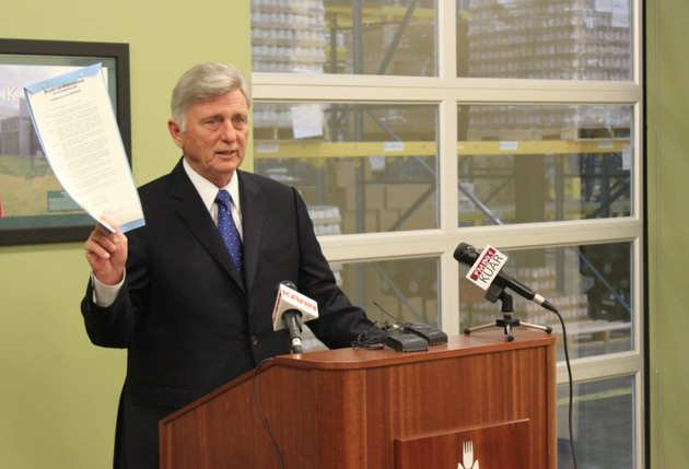 gov-mike-beebe-holds-a-proclamation-marking-the-30th-anniversary-of-the-arkansas-foodbank-during-a-news-conference-at-its-little-rock-headquarters-friday