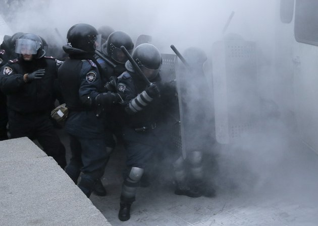 riot-police-clash-with-protesters-in-central-kiev-ukraine-sunday-jan-19-2014-hundreds-of-protesters-on-sunday-clashed-with-riot-police-in-the-center-of-the-ukrainian-capital-after-the-passage-of-harsh-anti-protest-legislation-last-week-seen-as-part-of-attempts-to-quash-anti-government-demonstrations-a-group-of-radical-activists-began-attacking-riot-police-with-sticks-trying-to-push-their-way-toward-the-ukrainian-parliament-building-which-has-been-cordoned-off-by-rows-of-police-and-buses-ap-photo-efrem-lukatsky