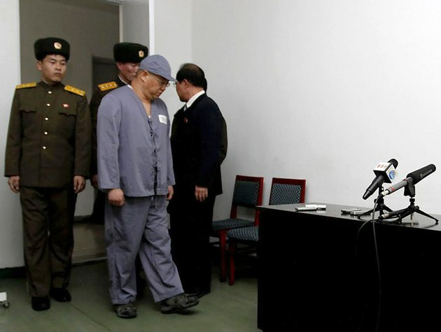 american-missionary-kenneth-bae-second-from-right-arrives-to-speak-to-reporters-at-pyongyang-friendship-hospital-in-pyongyang-on-monday-jan-20-2014-bae-45-who-has-been-jailed-in-north-korea-for-more-than-a-year-appealed-for-the-us-to-do-its-best-to-secure-his-release
