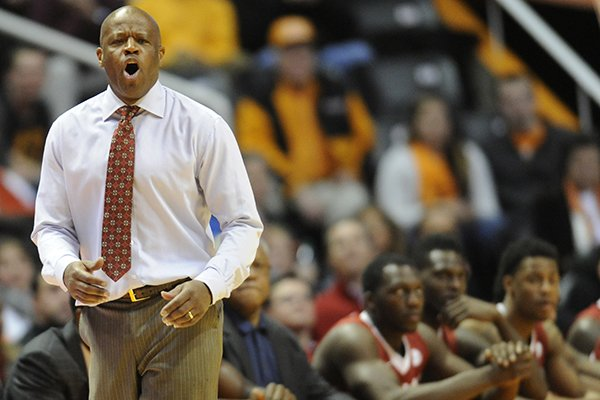 Arkansas coach Mike Anderson shouts to his players from the sideline during the second half of an NCAA basketball game against Tennessee in Knoxville, Tenn., on Wednesday, Jan. 22, 2014. Tennessee won 81-74. (AP Photo/Knoxville News Sentinel, Adam Lau)