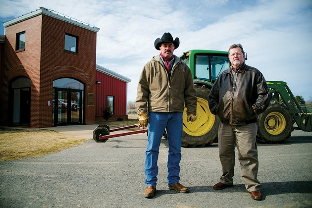 chuck-wisdom-left-and-jerry-sites-are-both-assistant-professors-of-agriculture-at-arkansas-state-university-beebe-which-was-recently-recognized-as-one-of-only-six-programs-nationwide-to-receive-the-national-association-of-agricultural-educators-outstanding-postsecondaryadult-agricultural-education-program-award-at-the-naae-annual-convention-in-las-vegas