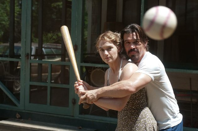 frank-josh-brolin-gives-adele-kate-winslet-some-batting-instruction-in-jason-reitmans-romantic-thriller-labor-day