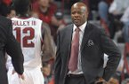 Arkansas coach Mike Anderson talks to guard Fred Gulley III during the second half against Florida in an NCAA college basketball game at Walton Arena in Fayetteville, Ark., Saturday, Jan. 11, 2014. (AP Photo/David Quinn)