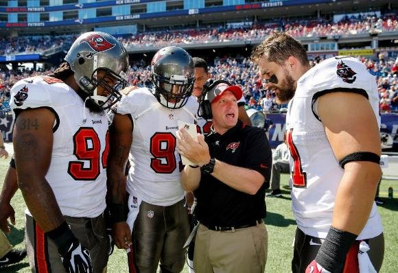 tampa-bay-linebackers-coach-robb-smith-goes-over-a-play-with-defensive-end-adrian-clayborn-defensive-end-daquan-bowers-and-defensive-end-trevor-scott-during-a-2013-game