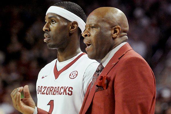 Arkansas coach Mike Anderson talks with player Mardracus Wade during the second half of the game between Arkansas and LSU on Saturday February 15, 2014 in Bud Walton Arena in Fayetteville.