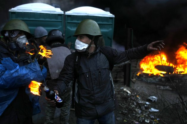 anti-government-protesters-get-ready-to-throw-petrol-bombs-on-the-outskirts-of-independence-square-in-kiev-ukraine-thursday-feb-20-2014-fierce-clashes-between-police-and-protesters-some-including-gunfire-shattered-a-brief-truce-in-ukraines-besieged-capital-thursday-killing-numerous-people-the-deaths-came-in-a-new-eruption-of-violence-just-hours-after-the-countrys-embattled-president-and-the-opposition-leaders-demanding-his-resignation-called-for-a-truce-and-negotiations-to-try-to-resolve-ukraines-political-crisis