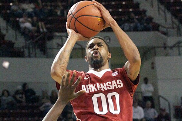 Arkansas' Rashad Madden (00) shoots over Mississippi State's I. J. Ready (15) during the second half of an NCAA college basketball game in Starkville, Miss., Saturday, Feb. 22, 2014. Arkansas won 73-69.(AP Photo/Jim Lytle)