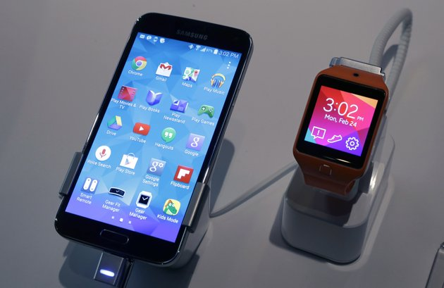 a-samsung-galaxy-s5-smartphone-left-and-a-samsung-gear-2-are-displayed-at-the-samsung-galaxy-studio-in-new-york-on-monday-samsung-on-monday-unveiled-a-new-smartphone-with-a-built-in-heart-rate-monitor-to-complement-three-upcoming-fitness-devices-as-the-korean-company-tries-to-turn-its-technological-wizardry-into-lifestyle-products