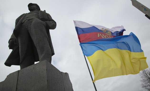 the-russian-and-ukrainian-flags-fly-next-to-the-statue-of-vladimir-ilyich-lenin-in-donetsk-eastern-ukraine-on-tuesday-feb-25-2014-the-ukrainian-parliament-on-tuesday-delayed-the-formation-of-a-new-government-reflecting-political-tensions-and-economic-challenges-following-the-ouster-of-the-russia-backed-president