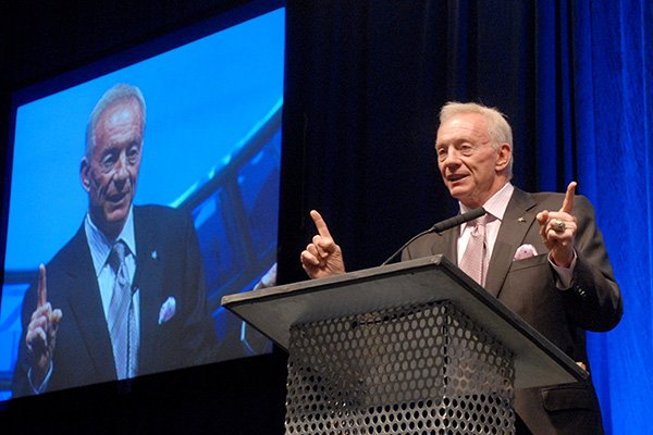 Jerry Jones speaks at the Statehouse Convention Center in Little Rock in 2009.