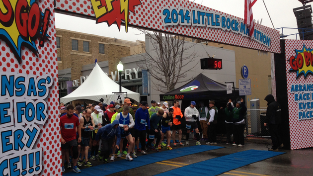 runners-get-set-to-begin-the-2014-little-rock-marathon-on-sunday-morning