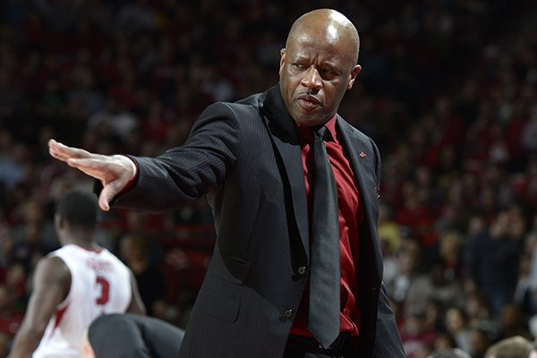 Arkansas head coach Mike Anderson signals to the offense against Missouri in the second half Tuesday, Jan. 28, 2014 at Bud Walton Arena in Fayetteville.
