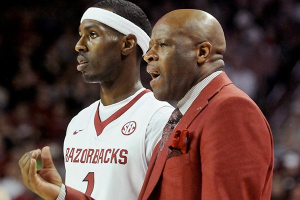 Arkansas coach Mike Anderson talks with player Mardracus Wade during the second half of the game between Arkansas and LSU on Saturday, Feb. 15, 2014 in Bud Walton Arena in Fayetteville.