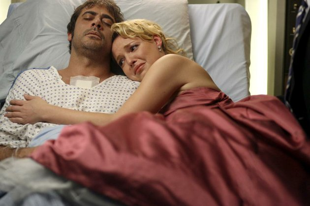 katherine-heigl-shown-in-her-famous-2006-greys-anatomy-death-bed-scene-with-jeffrey-dean-morgan-is-in-an-nbc-pilot-playing-a-cia-presidential-adviser