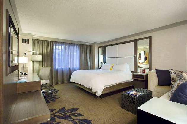 the-little-rock-marriotts-418-guestrooms-are-being-given-a-new-color-and-design-scheme