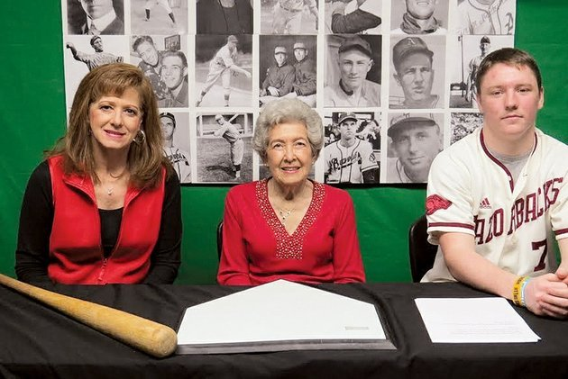 two-rivers-high-school-student-austin-long-sits-with-oleta-baskin-of-casa-center-widow-of-the-late-minor-league-baseball-player-bill-baskin-and-the-baskins-daughter-patti-baskin-also-of-casa-in-addition-to-being-a-minor-league-baseball-player-bill-baskin-was-superintendent-of-the-casa-school-district-for-41-years-long-is-a-member-of-a-high-school-class-that-has-created-the-arkansas-online-baseball-museum