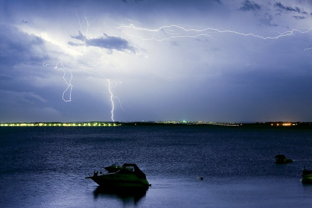 always-check-the-weather-forecast-before-boating-and-avoid-dangerous-weather-conditions-such-as-thunderstorms