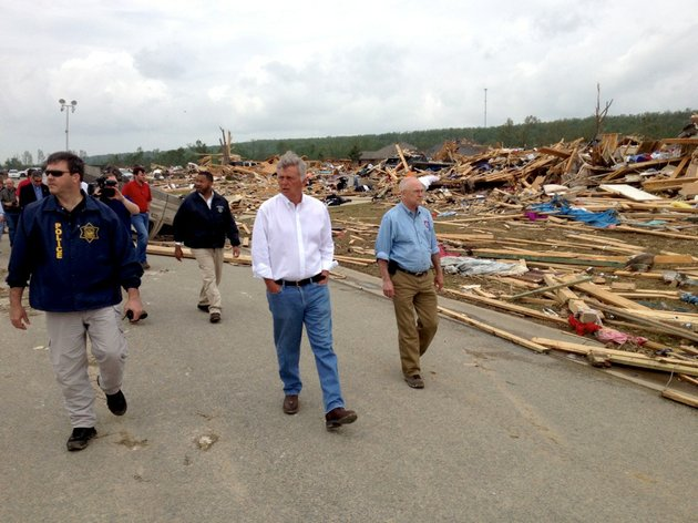 gov-mike-beebe-tours-vilonia-on-monday-april-28-2014-the-day-after-the-town-was-ravaged-by-a-tornado