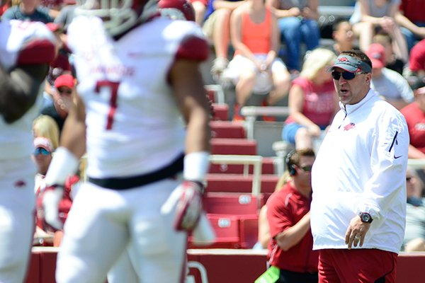 arkansas-head-coach-bret-bielema-back-center-observes-his-players-on-the-field-during-their-spring-ncaa-college-football-game-saturday-april-26-2014-in-fayetteville-ark-ap-photosarah-bentham