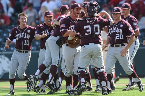 Texas A&M players celebrate after their 10-inning, 6-5 win over Arkansas Sunday, May 11, 2014, at Baum Stadium.