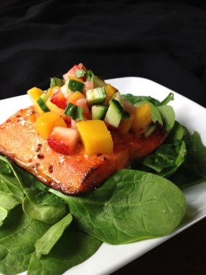 Broiled Salmon With Strawberry-Mango Salsa Over Spinach