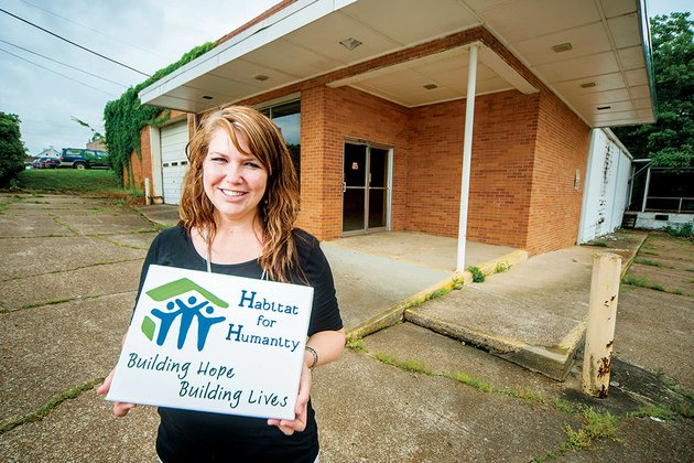 shalyn-carlile-executive-director-for-habitat-for-humanity-of-independence-county-is-shown-in-front-of-the-future-location-for-the-new-habitat-store-in-batesville