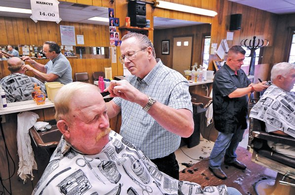 Bentonville Barber Celebrates 50 Years Of Business NWADG