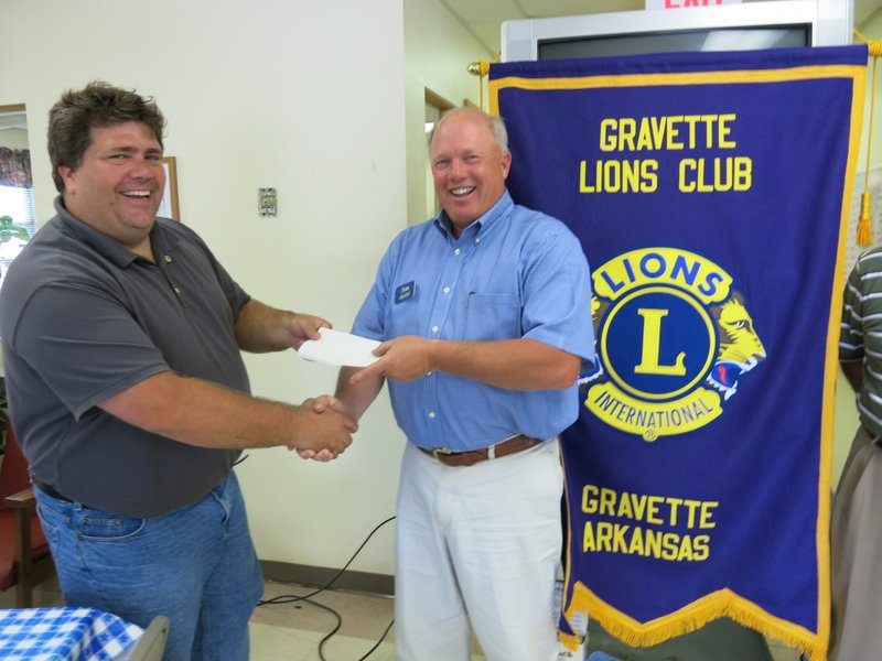 Lions Club receives Heroes Mural donation